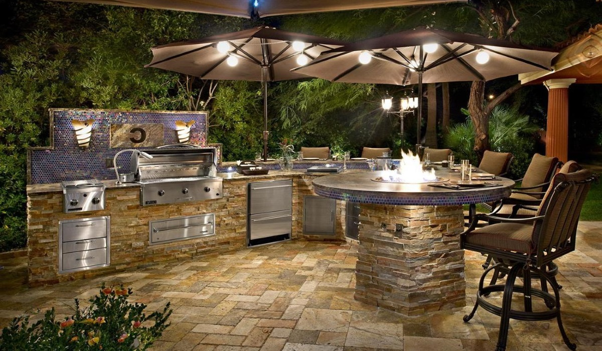 Custom Outdoor Kitchen Design